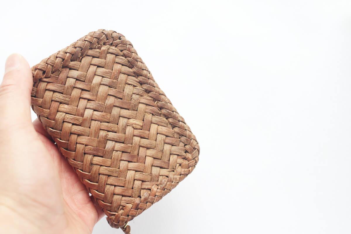 b8618aee8cf4 oriori – 山葡萄の蔓 やくるみの樹皮のカゴ、財布を制作しています